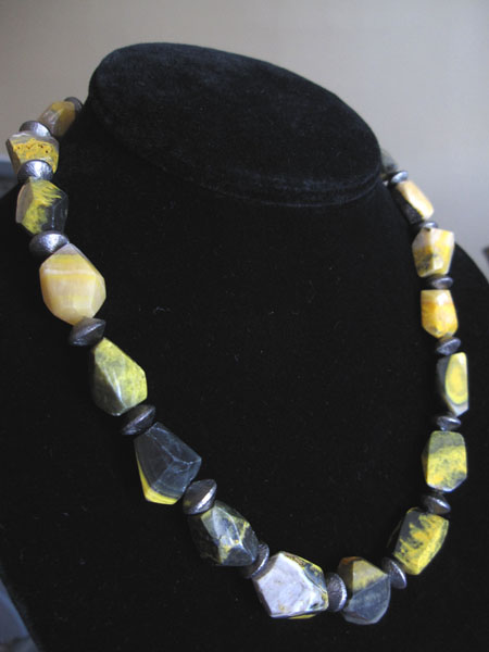 yellowblackagate1